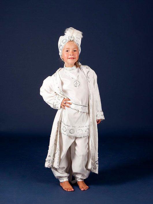 Califa-niño_traje blanco