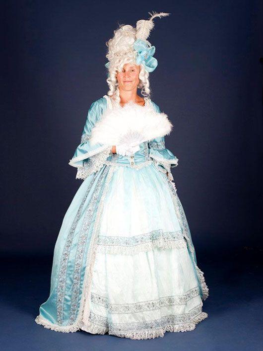 Dama_traje celeste