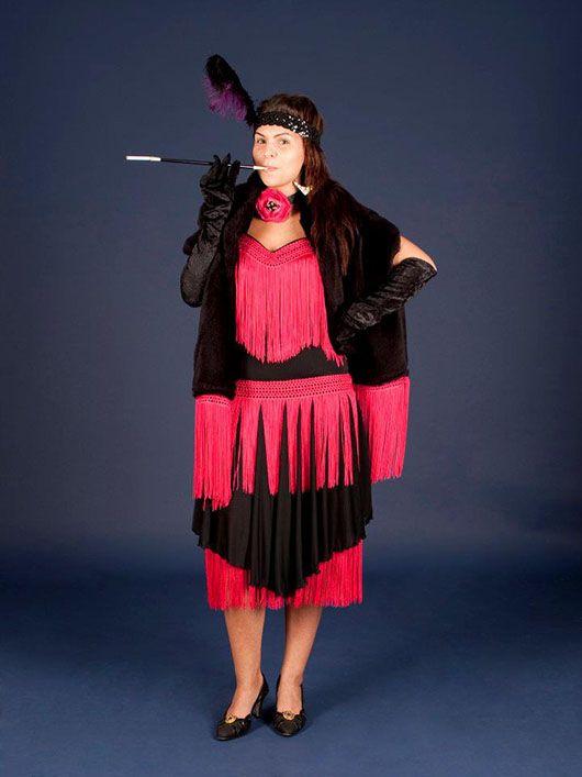 Mujer en los años 20_traje negro y rojo