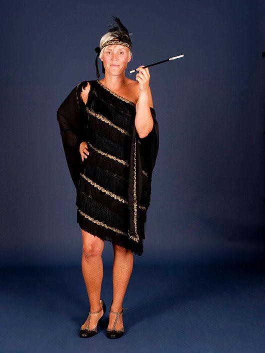 Mujer en los años 20_traje negro