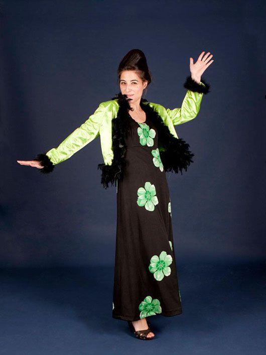Mujer hippy_traje largo negro y verde