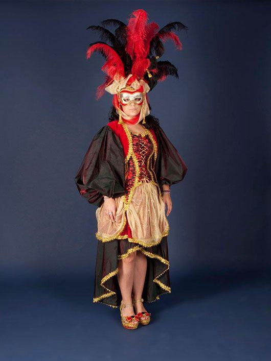 Mujer veneciana_traje rojo y negro con plumas