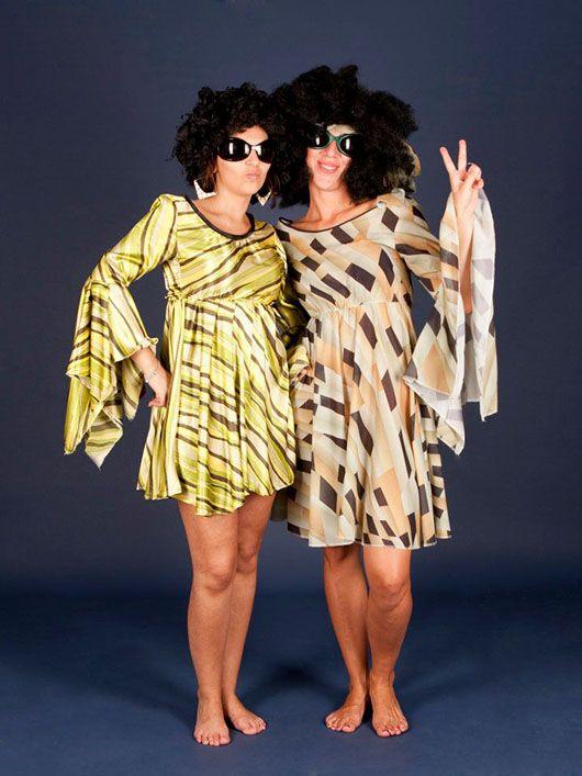 Mujeres hippies_ trajes marrón y verde
