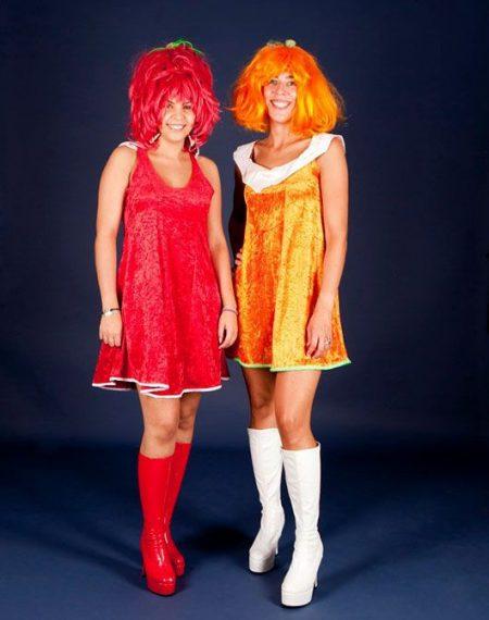 Mujeres hippies_ trajes rojo y naranja
