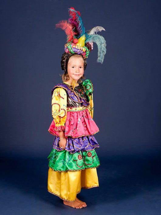 Niña veneciana_traje colores con tocado