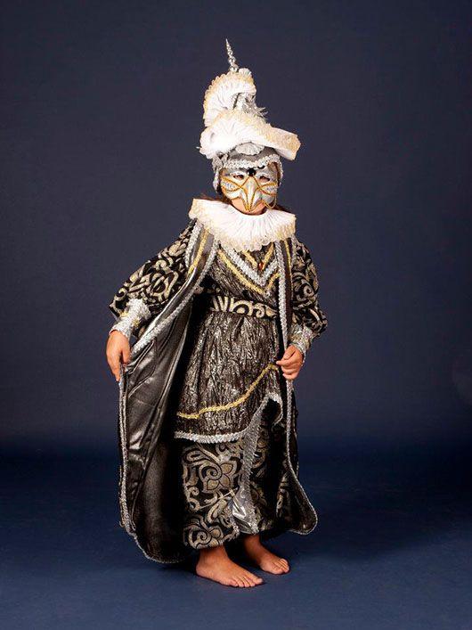 Niño veneciano_traje negro y plata