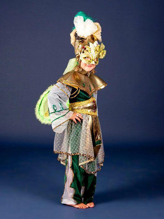 Niño veneciano_traje verde y dorado