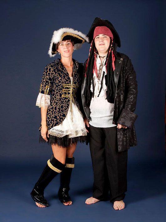Pareja de piratas_trajes negro y dorado