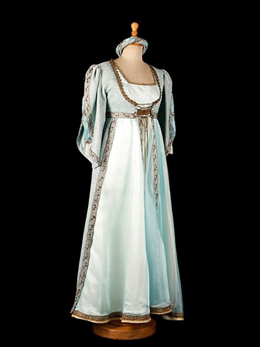 dama medieval_traje azul