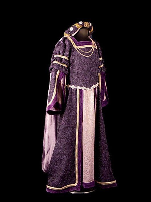 dama medieval_traje morado